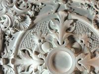 Rosace en staff, plâtre et stuc